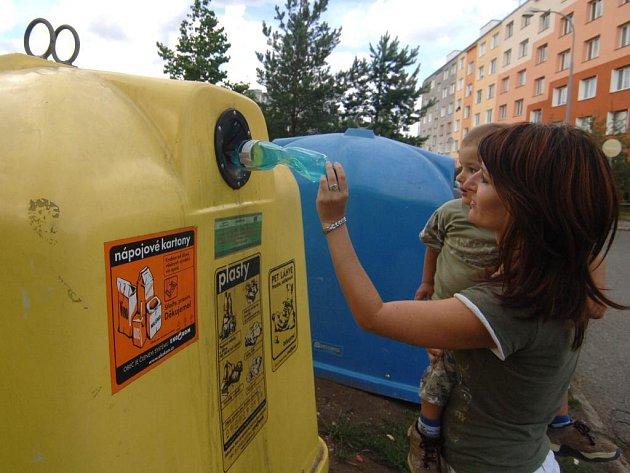 """Doubravecký obvod chystá na podzim výraznou změnu v nabídce nádob na tříděný odpad. Na ulicích obvodu se objeví 300 kontejnerů, tj. dvojnásobek stávajícího počtu """"zvonů"""""""