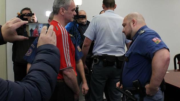 Jaromír Šmídek ze Sokolovska u soudu.