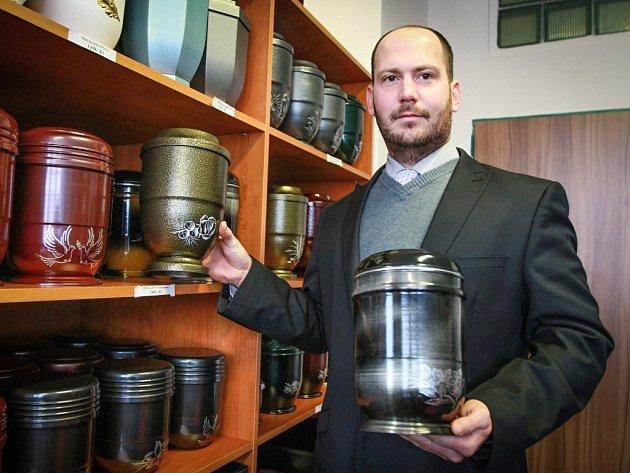 Majitel pohřebního ústavu David Všetečka