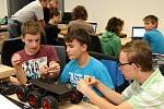 Školáci na ZČU oživují roboty