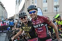 Lídr Giant ligy Jan Ryba na snímku vlevo s druhým mužem průběžného pořadí a týmovým kolegou Petrem Fialou.