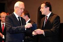 Prorektor ZČU Miroslav Šimandl (vpravo) a jeho tým získal minulý týden Cenu Wernera von Siemense