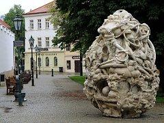 Sochy na festivalu Sculpture line v Plzni.
