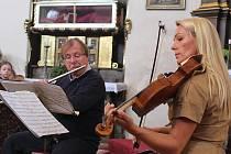 Školní představení festivalu Procházky uměním, jehož poslední díl se konal v pátek v kostele sv. Jana Křtitele v Manětíně