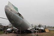 Zkompletovaný Tupolev Tu-104 ve zručském Air parku