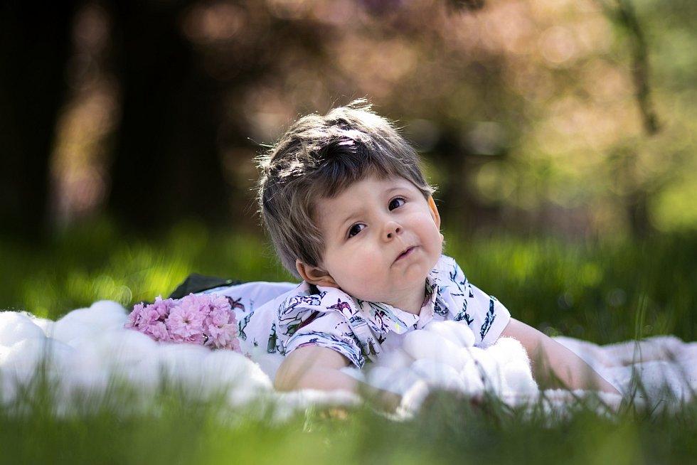 Dvouletý Lukášek z Plzně bojuje s onemocněním, které je tak vzácné, že dosud nemá ani název.