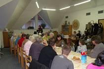 Ze slavnostního zakončení projektu Staré stromy vypráví, které se uskutečnilo v domě s pečovatelskou službou v Konstantinových Lázních