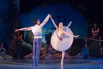 Gaëtan Pires a Mami Hagihara při zkouškách baletu.