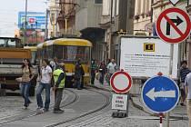 Do Solní ulice autem nezajedete, probíhá zde oprava podloží tramvajové trati i oprava chodníku