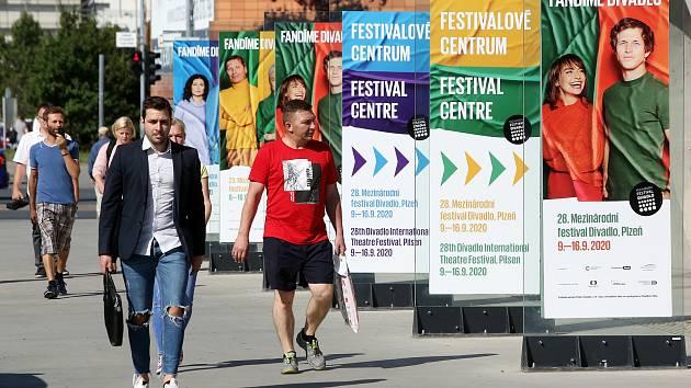 Propagace festivalu Divadlo.