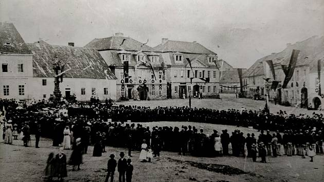 Náměstí v roce 1899.
