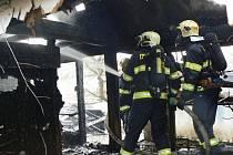 Požár v Blatnici. Přežil jeden papoušek