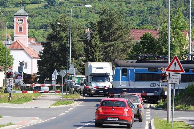 Železniční přejezd v Radyňské ulici ve Starém Plzenci.