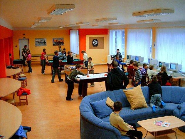 Do klubu si mohou děti přijít zahrát například fotbálek, kulečník nebo stolní hokej
