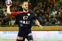 Plzeňský házenkář Martin Kavka (na snímku) nahradil na postu pravé spojky Petra Linharta a svoji roli zvládl výborně. Ve druhém utkání proti Lovosicím si připsal pět branek.