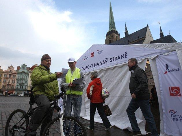 Odboráři prezentovali vize na náměstí v Plzni