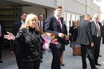 Předsedkyně severoplzeňského soudu Marta Šašková (vlevo) provedla ministra spravedlnosti Jiřího Pospíšila po nově zrekonstruované části justičního komplexu