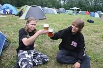 Fanoušci tvrdé muziky dorazili do Plzně. Dnes tu v amfiteátru na Lochotíně začne ve 12:30 hod. druhý ročník akce Metalfest. Během tří dnů se představí třicet kapel z celého světa