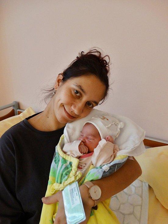 Izabela Hurtová se narodila 1. listopadu ve 2:13 mamince Renatě a tatínkovi Martinovi z Přeštic. Po příchodu na svět v plzeňské FN vážila sestřička osmileté Natálky 3380 gramů a měřila 49 cm.