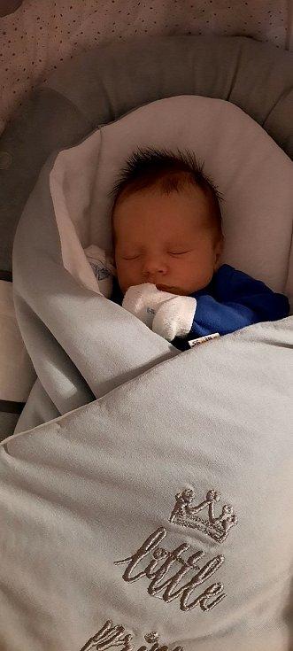 Jonáš Salák z Kamenného Újezdu se narodil v plzeňské porodnici FN Lochotín 23. prosince 2020 ve 22.06 hodin (3440 g, 52 cm) mamince Radce a tatínkovi Jiřímu.