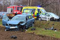U Nezbavětic se v neděli odpoledne střetly dva automobily.