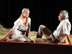 GABRIELA FILIPPI A MARIO KUBEC ve hře Anastasia, kterou Léčivé divadlo uvede 26. dubna v Divadle Alfa v Plzni na Rokycanské třídě.