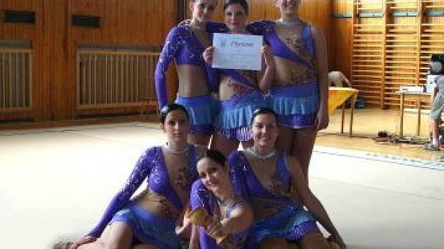 Družstvo Sokola Plzeň IV včera odcestovalo na mistrovství světa v estetické skupinové gymnastice
