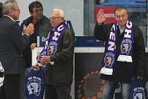V roce 2011 si Miloslav Šašek (na snímku uprostřed) se Zdeňkem Kletečkou (vpravo) připomněli  po šedesáti letech premiérový postup Plzně do nejvyšší domácí soutěže