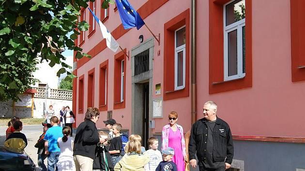 V jihoplzeňských Kasejovicích předělali bývalou měšťanskou školu na kulturní a společenské centrum.