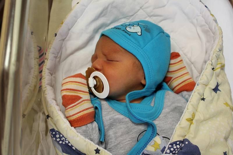 Samuel Dužda z Plzně se narodil 22. září v 9:39 hodin rodičům Adrianě a Ondřejovi. Po příchodu na svět ve FN Lochotín vážil bráška Viktorie (2,5) 3070 g a měřil 47 cm.