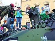 Armáda ČR zaujala malé i velké na náměstí ve Spáleném Poříčí.