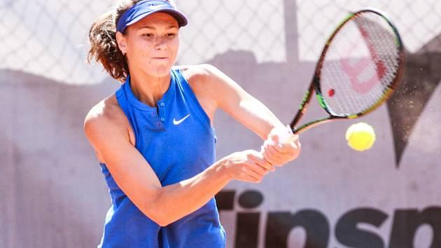 Devatenáctiletá Ruska Natalia Vichljancevová porazila ve dvou setech svoji krajanku Kalinskou a vyhrála turnaj Tennis Arena Cup a 25 tisíc amerických dolarů