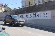 V Plzni zanechal své stopy i brněnský Timo, který si však chrání svoji anonymitu. Jedno z děl vzniklo na zdi u mostu Milénia,