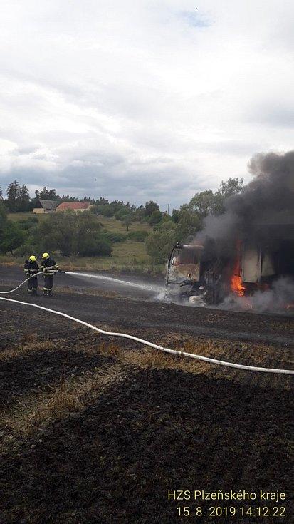 Z místa požáru nákladního vozu