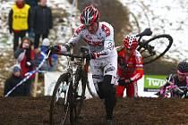 Prokřehlí, pokrytí bahnem dokončovali jezdci sobotní cyklokros v Plzni, Velkou cenu–A Keramika.