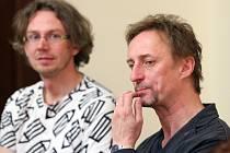 Vilém Dubnička (vlevo) a Kamil Halbich včera před první čtenou zkouškou