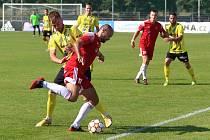 Petřínský záložník Václav Lisý bojuje na snímku o míč v zápase s Přešticemi.