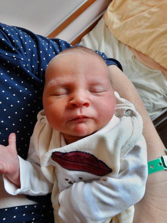 Jan Kučera se narodil 22. října v19:18 mamince Petře a tatínkovi Janovi zNebílov. Po příchodu na svět vplzeňské FN vážil bráška devítiletých dvojčat Laury a Vanesky 3250 gramů a měřil 51 centimetrů.