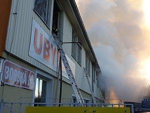 Požár ubytovny v Plzni na Karlově