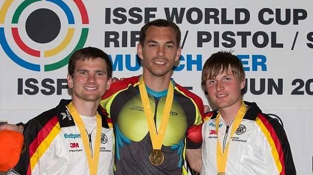 Tomáš Bystřický (uprostřed)
