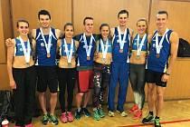 Běžci se stříbrnými a bronzovými medailemi. Zleva: Anna Suráková, Daniel Maruštík, Tereza Petržilková, Václav Beran, Sára Sumegová, Jiří Kubeš, Veronika Meczlová, Martin Hes