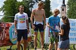 Vítězem mužské části triatlonu na sportovní akci Pilsenman  2018 se stal Petr Minařík (na snímku uprostřed).