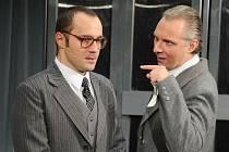 Jan Kaštovský a Bronislav Kotiš, první plzeňští představitelé postav Chucka Belloca a J. D. Sheldraka v muzikálu Sliby–chyby (na snímku zgenerální zkoušky)
