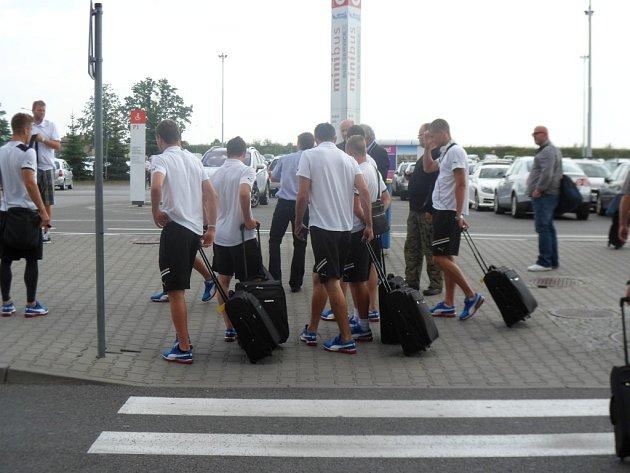 Fotbalisté Viktorie Pzeň krátce po příletu do Katovic