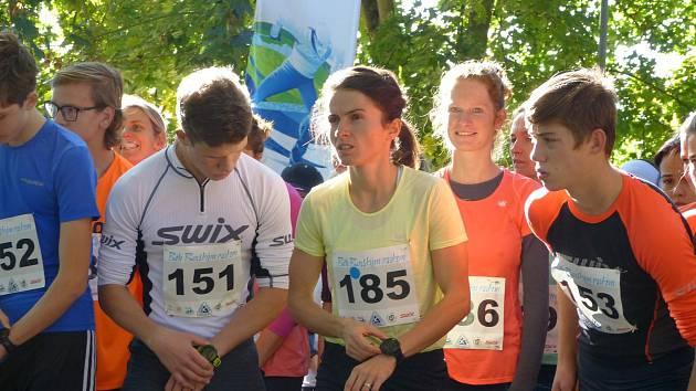 Kateřina Razýmová (třetí zprava) ozdobila jubilejní ročník Běhu Borský parkem vítězstvím v novém traťovém rekordu.