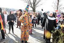 Maškarní průvod prošel ulicemi Tachova, starosta maskám předal klíč od města, program poté pokračoval v muzeu.