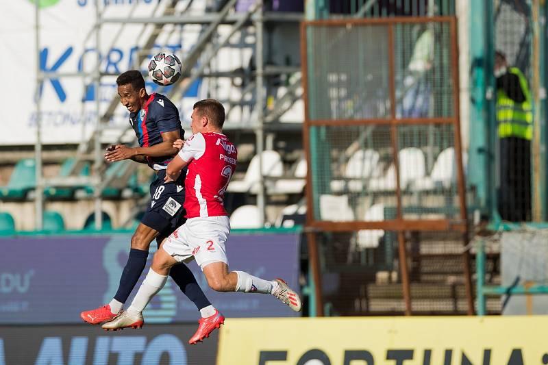 Kolumbijský ofenzivní fotbalista Jhon Mosquera neprožil snový návrat do Ďolíčku, kde hrával v barvách Bohemians 1905, v poločase střídal.