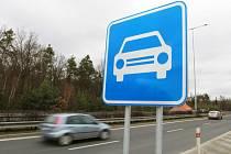 Na přivaděčích na Ejpovice a Dobřany přibyly nové značky - řidiči zde mohou jet až 110 km/h
