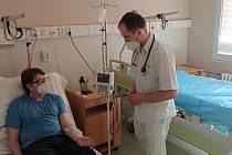 Pacient při aplikaci léku.