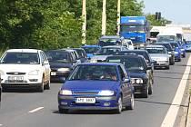 Od pondělí je pro řidiče ze Severního předměstí směrem do centra provoz ještě obtížnější. Kvůli rekonstrukci tramvajové trati jsou auta svedena do jediného pruhu
